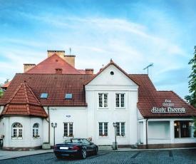 Dom Goscinny Bialy Dworek