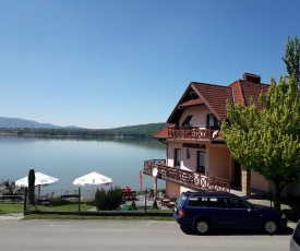 O.W. LAZUR nad jeziorem