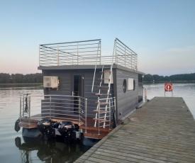 Dom na wodzie na Jeziorze Święcajty - Hotel Ognisty Ptak***
