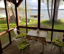PlanB - przyczepa kempingowa we wsi Pluski nad samym brzegiem jeziora Pluszne