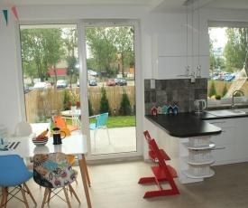 Luxury Apartment by the Beach: Garden/Kids/Paradise